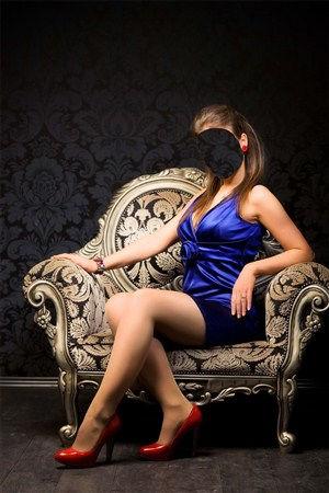 Женский шаблон для фотошопа Девушка в кресле