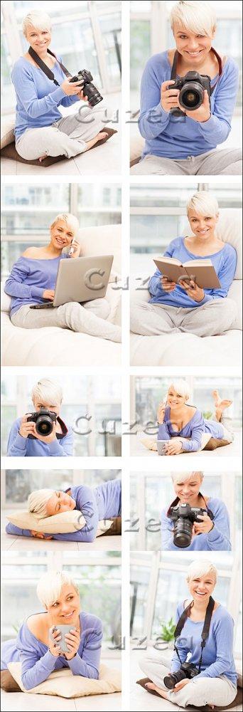 Девушка с фотокамерой, ноутбуком и книгой/ Woman with photo camera, laptop  ...