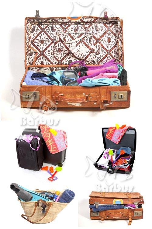 Suitcase packed in holiday on a beach / Чемоданы собранные к отдыху на море