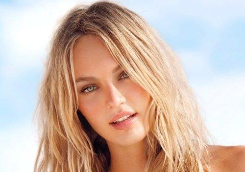 Шаблон женский - Стройная блондинка в купальнике на море