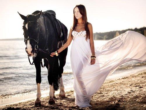 Женский шаблон - Прогулка с красивой лошадью возле моря