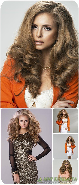 Красивая и модная девушка с длинными волосами / Beautiful and fashionable w ...