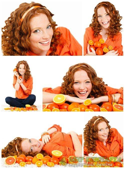 Рыжеволосая молодая девушка с цитрусовыми / Red-haired young woman with cit ...