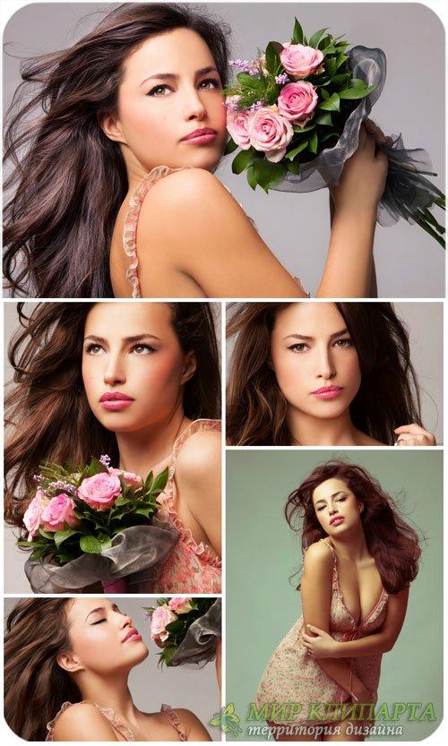 Очаровательная девушка с букетом роз / Charming girl with a bouquet of rose ...