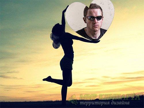 Рамка psd - Девушка на закате с фото в виде сердца