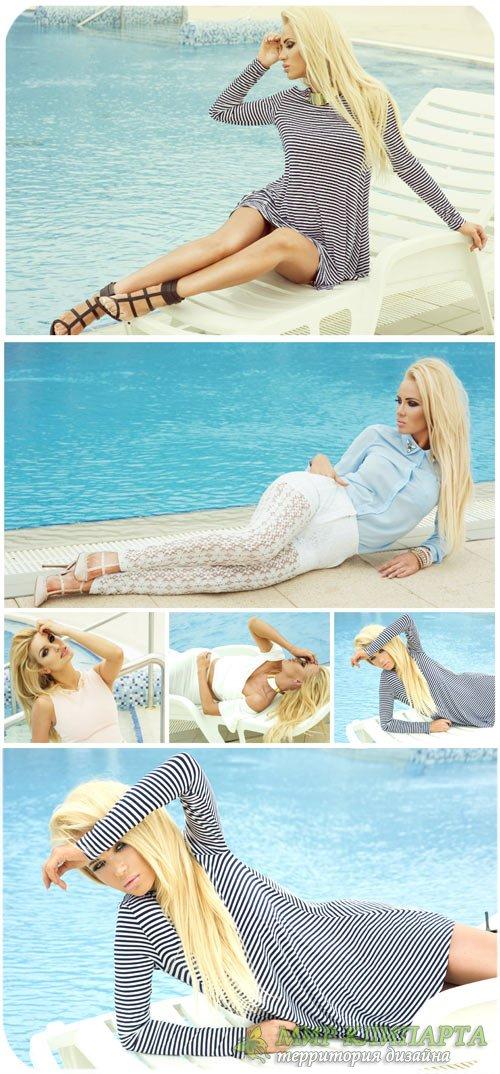 Светловолосая девушка у бассейна / Blonde girl by the pool - stock photo