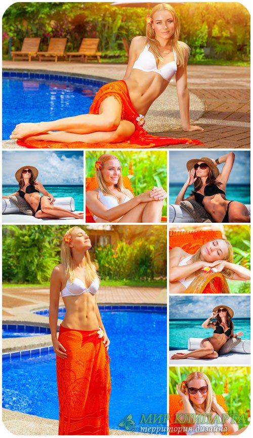Девушка у бассейна, отдых на море / Girl by the pool, relaxing on the sea - ...