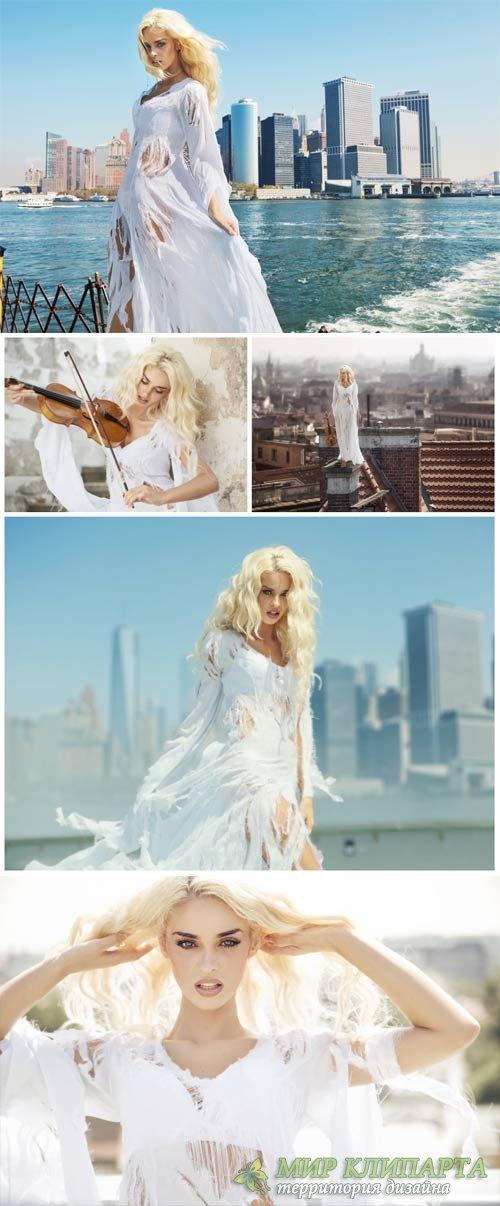 Девушка в белом длинном платье на фоне города / Girl in a white dress - Sto ...