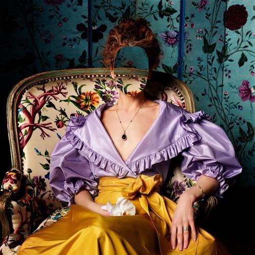 Шаблон женский - Женщина в кресле в платье